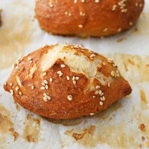 Read more about the article Soft Pretzel Buns Easy Recipe